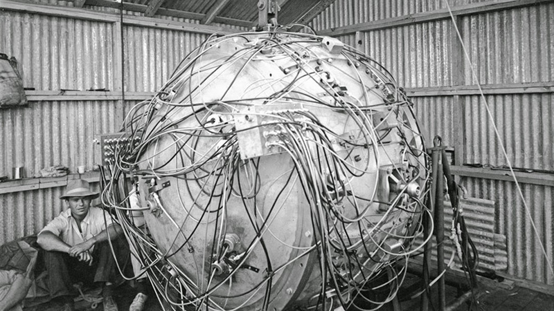 Trinity 'gadget' bomb prior to detonation